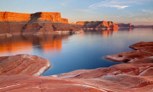 Grand-Canyon-With-Lake-Desktop-Wallpaper